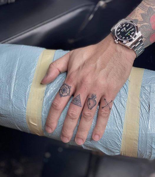 Zakk: Finger Tattoos