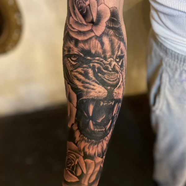 Brandon: Lion and Roses